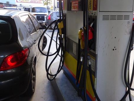 Preço médio da gasolina sobe e passa de R$ 4 por litro, diz ANP
