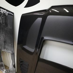 Fabrication pièce carrosserie en fibre de carbone course  automobile