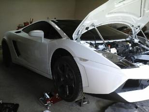 Réparation piece en fibre de carbone voiture de luxe supercar Lamborghini - Porsche - Ferrari