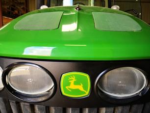 Réparation carrosserie plastique engin agricole John-deere