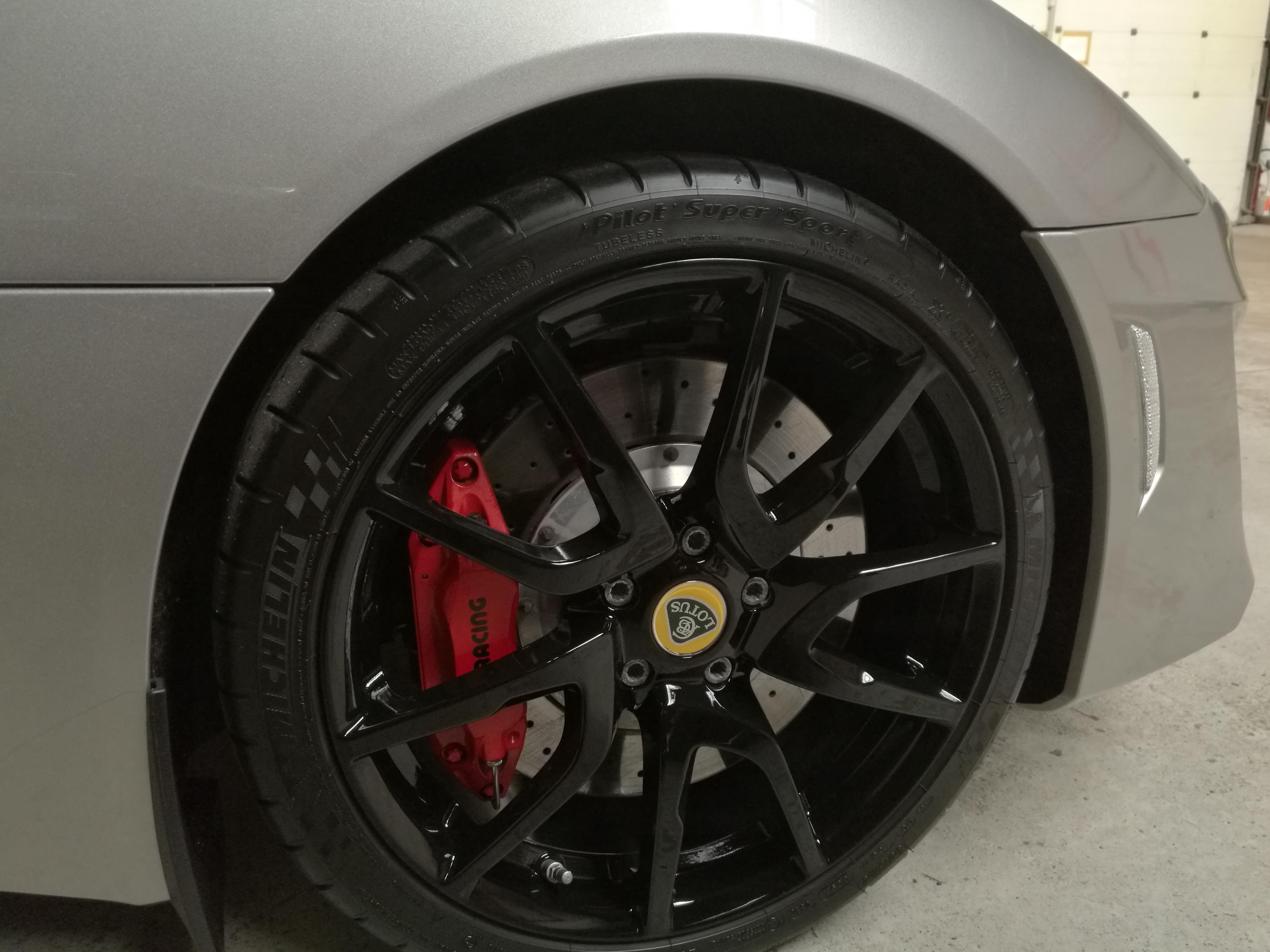 Detailing Lotus - Scellant céramique protection flanc de pneu voiture haut de gamme - Sarthe 72