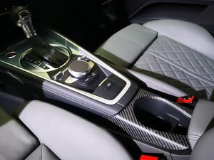 Recouvrement fibre de carbone voiture