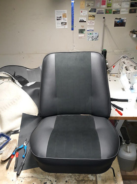 Siege bi-matiere alcantara cuir - Automobile de collection Sarthe 72