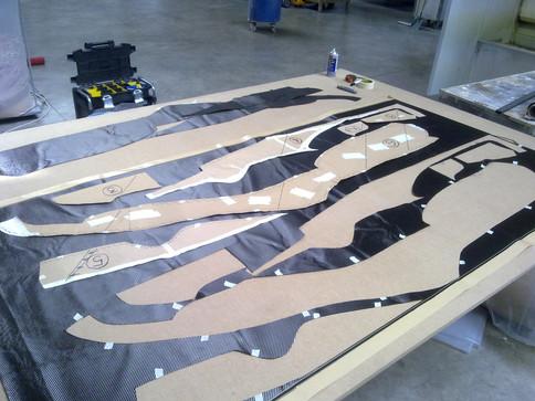 Atelier spécialisé fabrication pièce en carbone sur mesure compétition auto