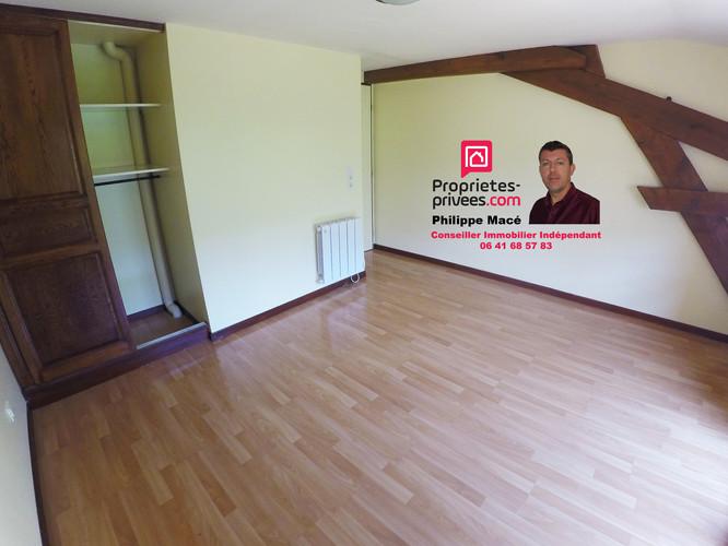 T3-duplex-chambre1-placard-la-ferte-milon