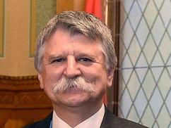 Kövér László: porlik a demokráciába vetett közbizalom