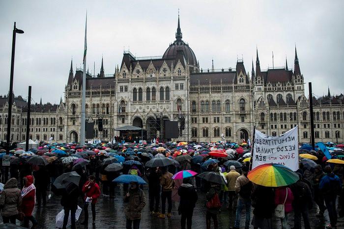 Tüntető tanárok a Kossuth téren/MTI Fotó: Marjai János