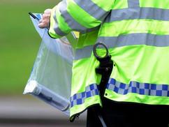 Felfüggesztették és rasszistának bélyegezték a rendőrt, aki őrizetbe vett egy feketét Londonban, mer