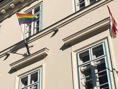 Szivárványos zászló lobog Buda várán (+ egy hozzászólás)