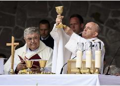 Magyarokat zártak ki a román hatóságok a csíksomlyói pápalátogatásról