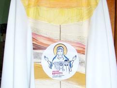 PÁPALÁTOGATÁS Szúrta a román kormányőrség illetékeseinek szemét Ferenc pápa csíksomlyói miseruháján