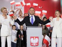 """""""Lengyelország az ékszer Soros György koronáján"""". – Kik és hogyan avatkoztak be külföldről a lengyel"""