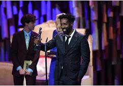 A cannes-i győztes, Oscar-jelölt francia-mali sztárrendező elrabolt és megkínzott egy férfit, mert a