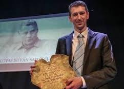 A magyar miniszterelnökhöz. Szakács Árpád beszéde a Lovas István-díj átvételekor