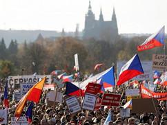 Koronavírus – Rendőrökkel csaptak össze a tüntetők Prágában