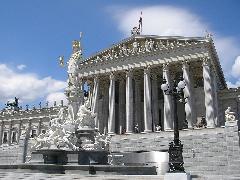 Szerződést bontott az osztrák kormány a bevándorláspárti NGO-kkal