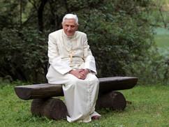 """Miért """"váltották"""" le oly gyorsan Benedek pápát?"""