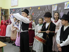 Zsigeri magyargyűlölet: a magyar kisebbséget segítő hagyományőrzőket utasítottak ki Ukrajnából, kémn