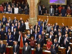 Túlóratörvény: német érdekek csaptak össze a magyar Parlamentben