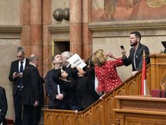 Lipótmezőt csinál az ellenzék a parlamentből