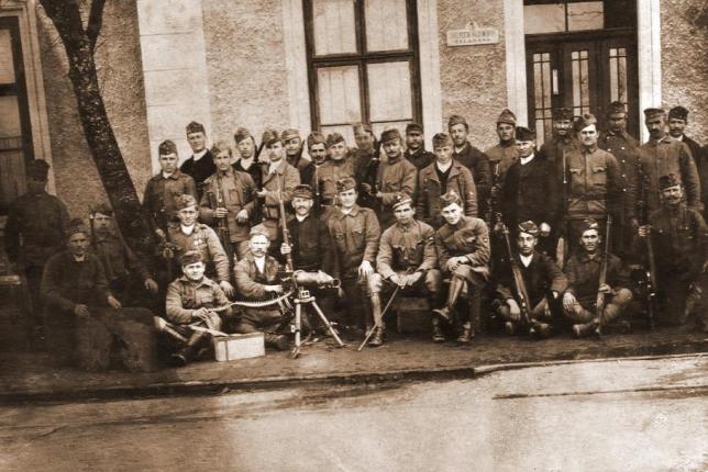 A csehek kiverésében részt vett honvédek és felkelők Balassagyarmaton, a győzelem után