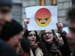 Kormányellenes tüntetésekre mozgósítják a középiskolásokat is