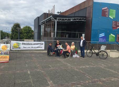 La LCT était présente samedi matin devant la poste, à la rencontre des citoyens de Tournefeuille.