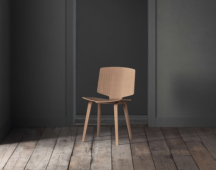 bolia valby dining chair in lacquered oak front view