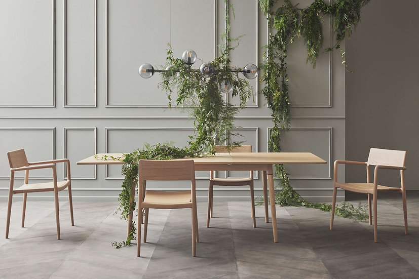 bolia new coney dining table extended with chicago chairs