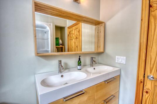 upper bathroom2.jpeg