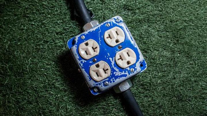 4 Plug Outlet Box