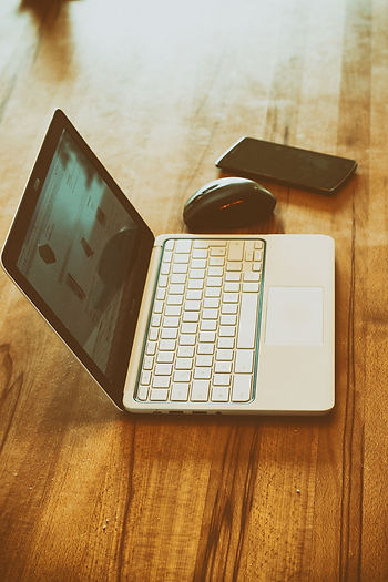 laptop-2324120_1920.jpg