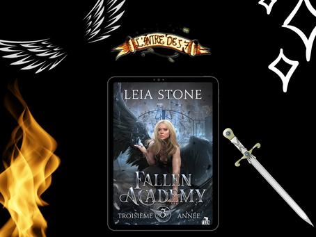 Fallen Academy, Tome 3 : Troisième année, écrit par Leia Stone
