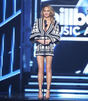 Chrissy Teigen  Billboard Music Awards  2015 OPI 'Malaga Wine' & 'Black Onyx'