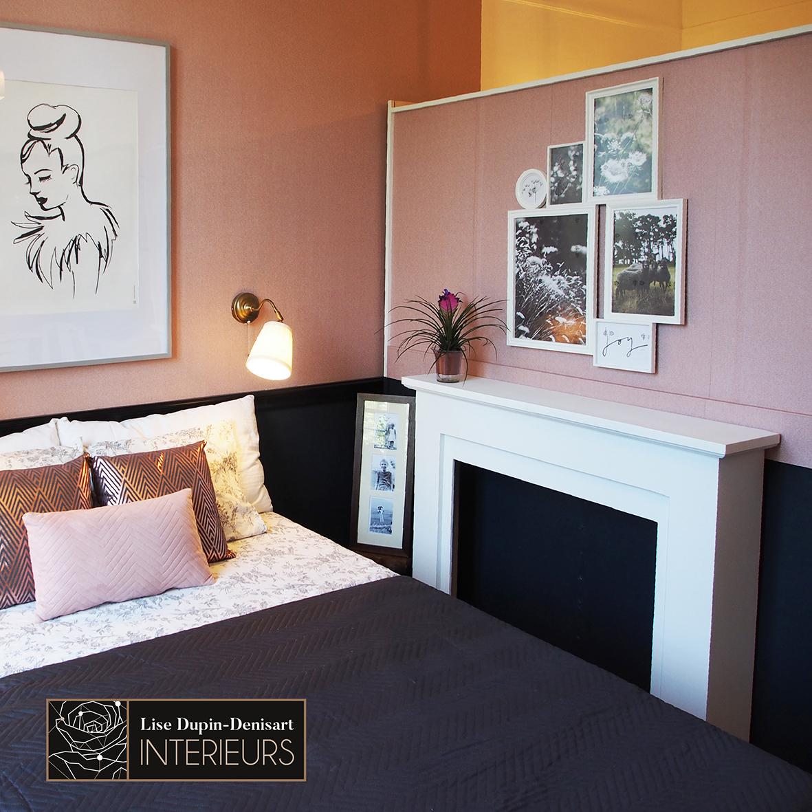 Chambre rose et gris cheminée