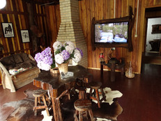 Lareira e TV Casarão