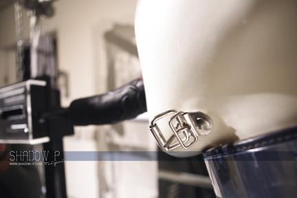白色的膠衣 充滿無限的想像魅力