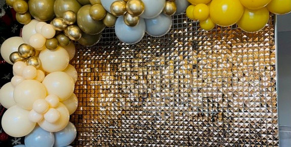 7x7 Shimmer Wall Backdrop with  Balloon Garland