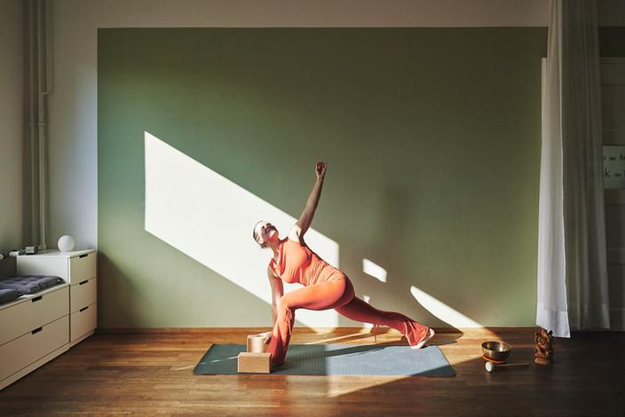 ALEXANDRA-SCHMALFUSS_Slings & Yoga