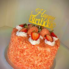 Crunchy Strawberry Cake