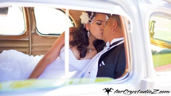 Ana-Jose-Car-Kiss.jpg