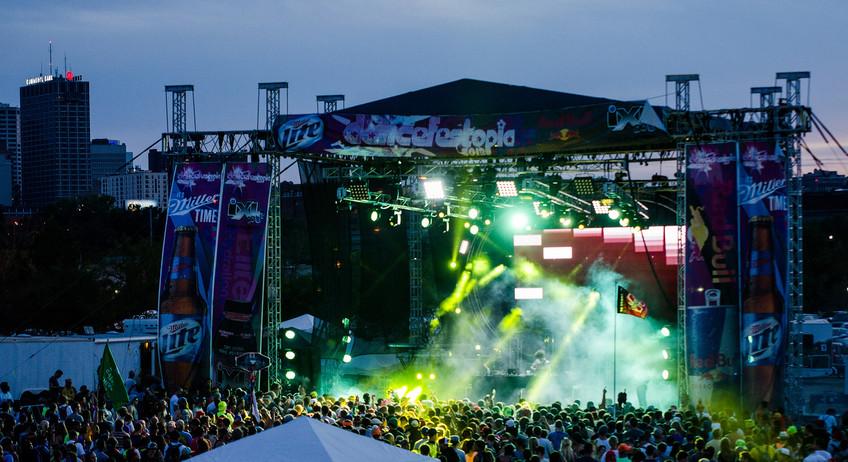 Dancefestopia - Stage Crowd_edited.jpg
