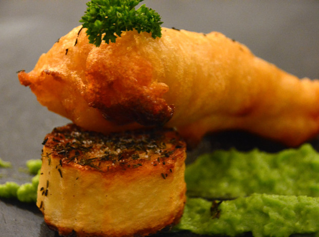 Best of British Tapas | IPA Beer Batered Fish with Thyme Tat & Mushy Pea Pureé | Full English Breakfast | The Library by Lounge | Resteraunt Sheffield | 10 Leeds Road, Sheffield, S9 3TY | 0114 553 8994