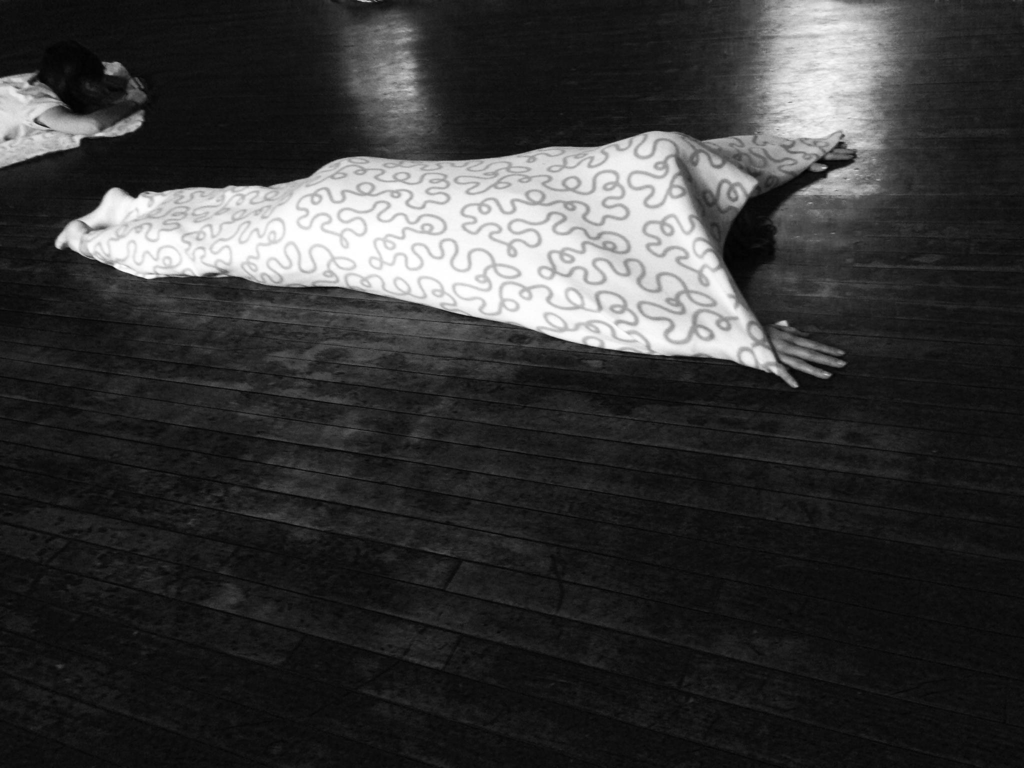 Amelie under blanket