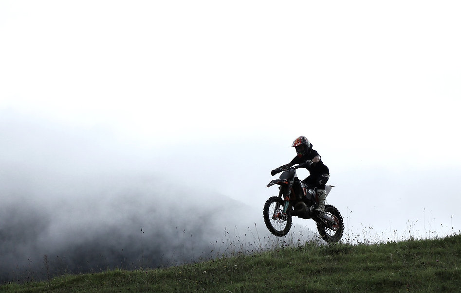 motorcycle-2845524_1920.jpg