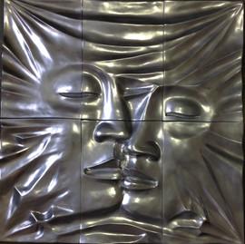 Kiss on the Wall 120cm x 120cm
