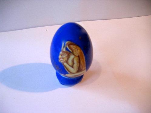 La stryge sur fond de nuit - oeuf de porcelaine peint à la main
