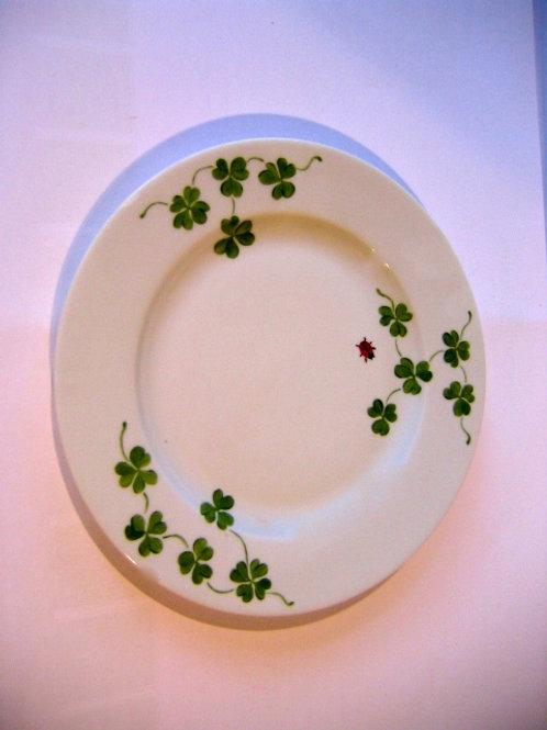 Assiette de porcelaine de Limoges diamètre 22 cm décor Trèfle coccinelle
