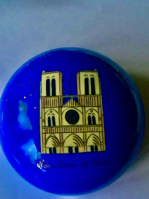 Presse papiers en porcelaine de Limoges Notre Dame de Paris