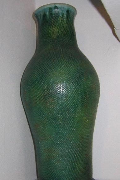 Vase en terre modelée façon galuchat